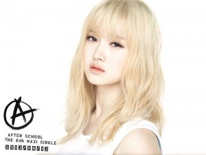 """After School's E-Young """"First Love"""" promotional picture."""