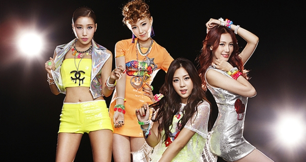 "Jewelry's ""Hot & Cold"" promotional picture."