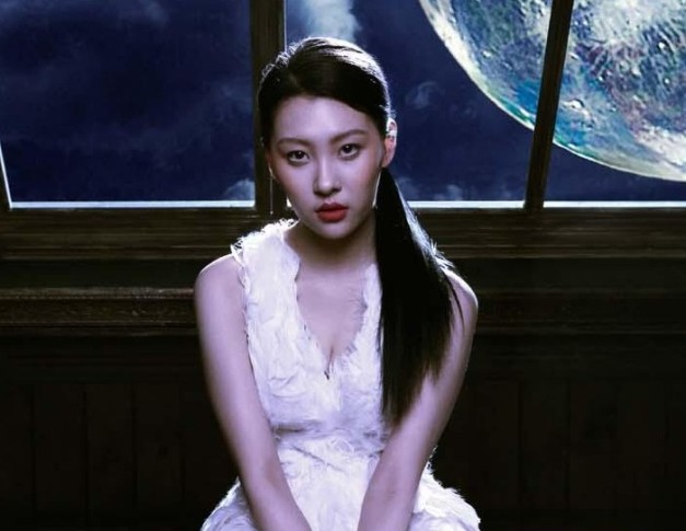 "Sunmi's ""Full Moon"" promotional picture."
