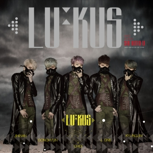"The members of LU:Kus in the "" So Into U"" MV"