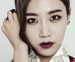 "Sunny Day's Ji Hee ""Half the World are Men"" promotional picture."