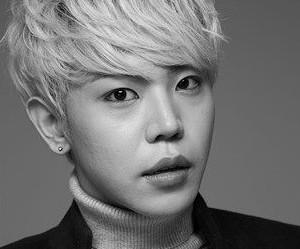 "FameUs' Jung Hoon ""Crazy"" promotional picture."