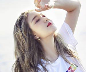 """LABOUM's Yulhee promotional picture for """"Summer Special"""""""