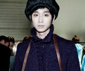 APeace's former member Oh Seunghyun.