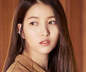 "G.Friend's Sowon promotional picture for ""Parallel"""