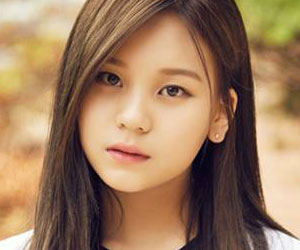 "G.Friend's Umji promotional picture for ""Parallel"""