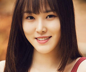 "G.Friend's Yuju promotional picture for ""Parallel"""