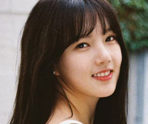 "G.Friend's Yerin promotional picture for ""Rainbow"""