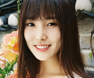 "G.Friend's Yuju promotional picture for ""Rainbow"""