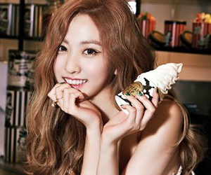 "BESTie's Haeryeong ""Love Emotion"" promotional picture."