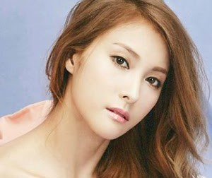 "Kara's Gyuri ""In Love"" promotional picture."