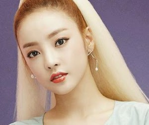 "Kara's Hara ""In Love"" promotional picture."