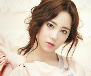 "Kara's Youngji ""In Love"" promotional picture."