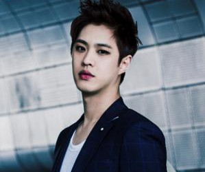 "MBLAQ's Seungho ""Mirror"" promotional picture."
