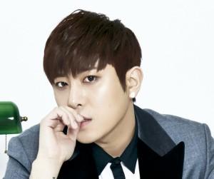 "December's Yoon Hyuk ""Reason"" promotional picture."