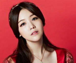 """Girls Day's Minah """"Ring My Bell"""" promotional picture."""