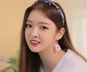 "DIA's Eunjin promotional picture for ""Present"""