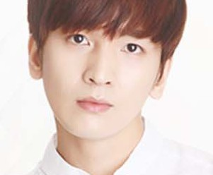"Lukus' Donghyun ""Beautiful"" promotional picture."