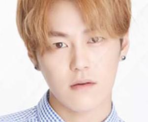 "Lukus' Kyungjin ""Beautiful"" promotional picture."
