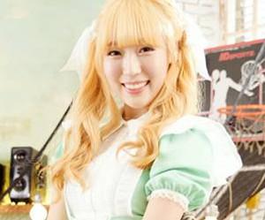 "Vividiva's Sae Yan ""Service"" promotional picture."