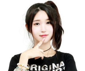 """Leader'S' Seoyeon """"Leader'S Story"""" promotional picture."""