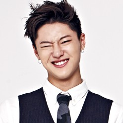 "UNIQ's Seung Youn ""Best Friend"" promotional picture."