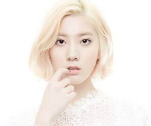 """Diagirl's Hyejin """"Gently"""" promotional picture."""