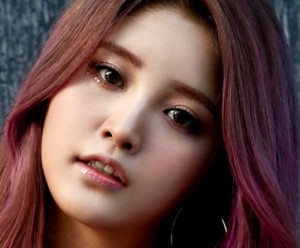 "EXID's Junghwa ""Hot Pink"" promotional picture."
