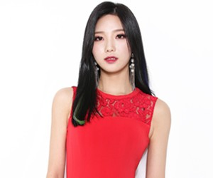 "ICE's Dahye ""Over U"" promotional picture."