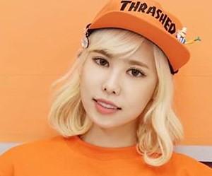 "MyB's Jiwon ""Ddoddo"" promotional picture."
