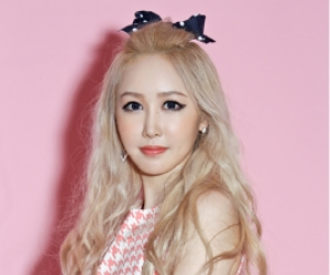 """LPG's Jieun """"Slowpoke"""" promotional picture."""