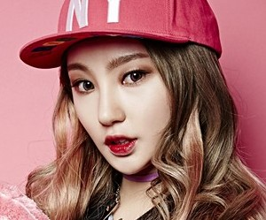 "4Ten's Heeo ""Jack of All Trades"" promotional picture."