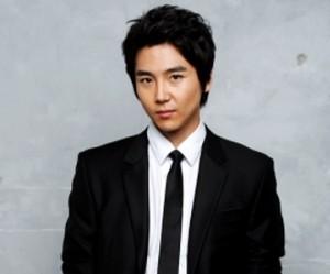 5tion's former member Lee Hyun.