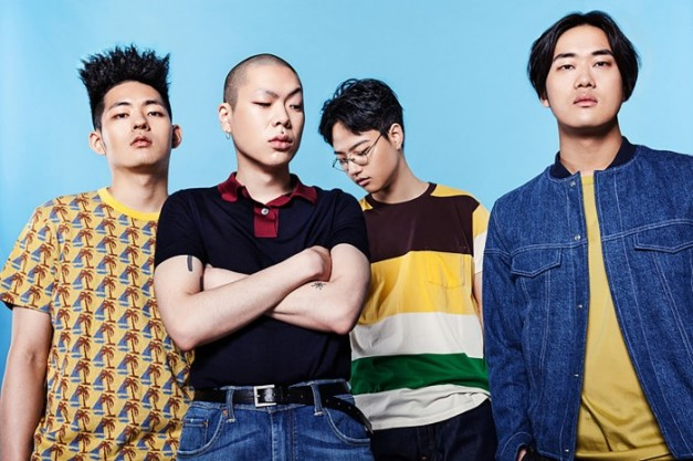"Hyukoh's ""22"" promotional picture."