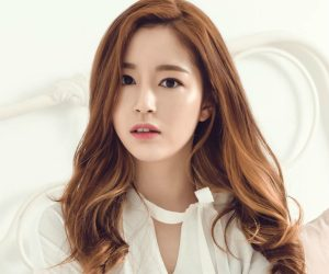 "Various' Ji Eun ""U"" promotional picture."