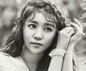 """Hello Venus' Seoyoung """"Glow"""" promotional picture."""
