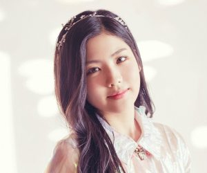 "Gugudan's Hyeyeon ""Wonderland"" promotional picture."