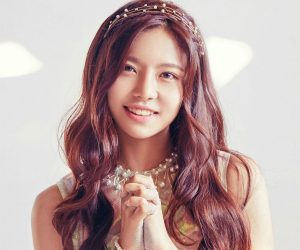"""Gugudan's Nayoung """"Wonderland"""" promotional picture."""