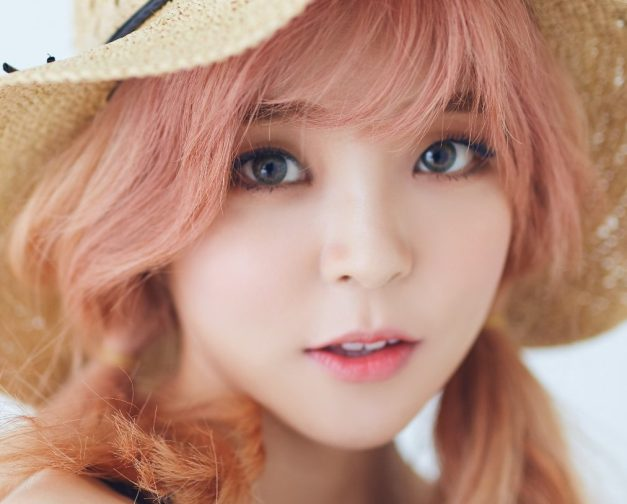 "Heyne's ""Love Cells"" promotional picture."