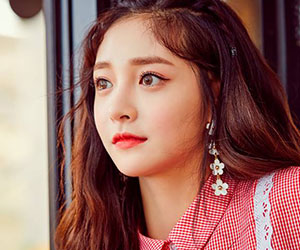 "Pristin's Kyulkyung promotional picture for ""Schxxl Out"""