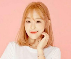 "Holics's Yeonjung promotional picture for ""Funky Dunky"""