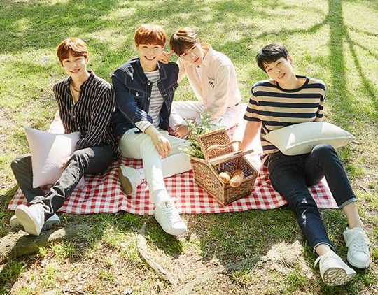 "Honeyst's ""Like You"" promotional picture."