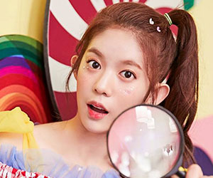 """Momoland's Daisy promotional picture for """"Freeze"""""""