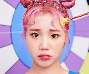 """Momoland's JooE promotional picture for """"Freeze"""""""