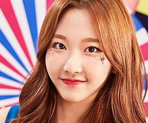 """Momoland's Nayun promotional picture for """"Freeze"""""""