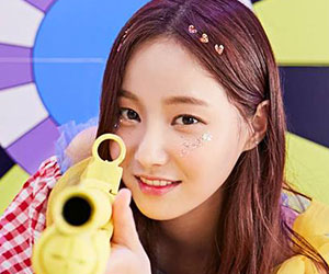 """Momoland's Yeonwoo promotional picture for """"Freeze"""""""