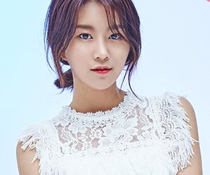 "Momoland's Hyebin ""Welcome to Momoland"" promotional picture."