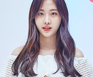 "Momoland's Na Yun ""Welcome to Momoland"" promotional picture."