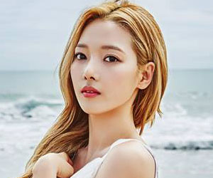 "K.A.R.D's Somin promotional picture for ""Hola Hola"""