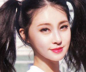 AGirl's former member Heeso.